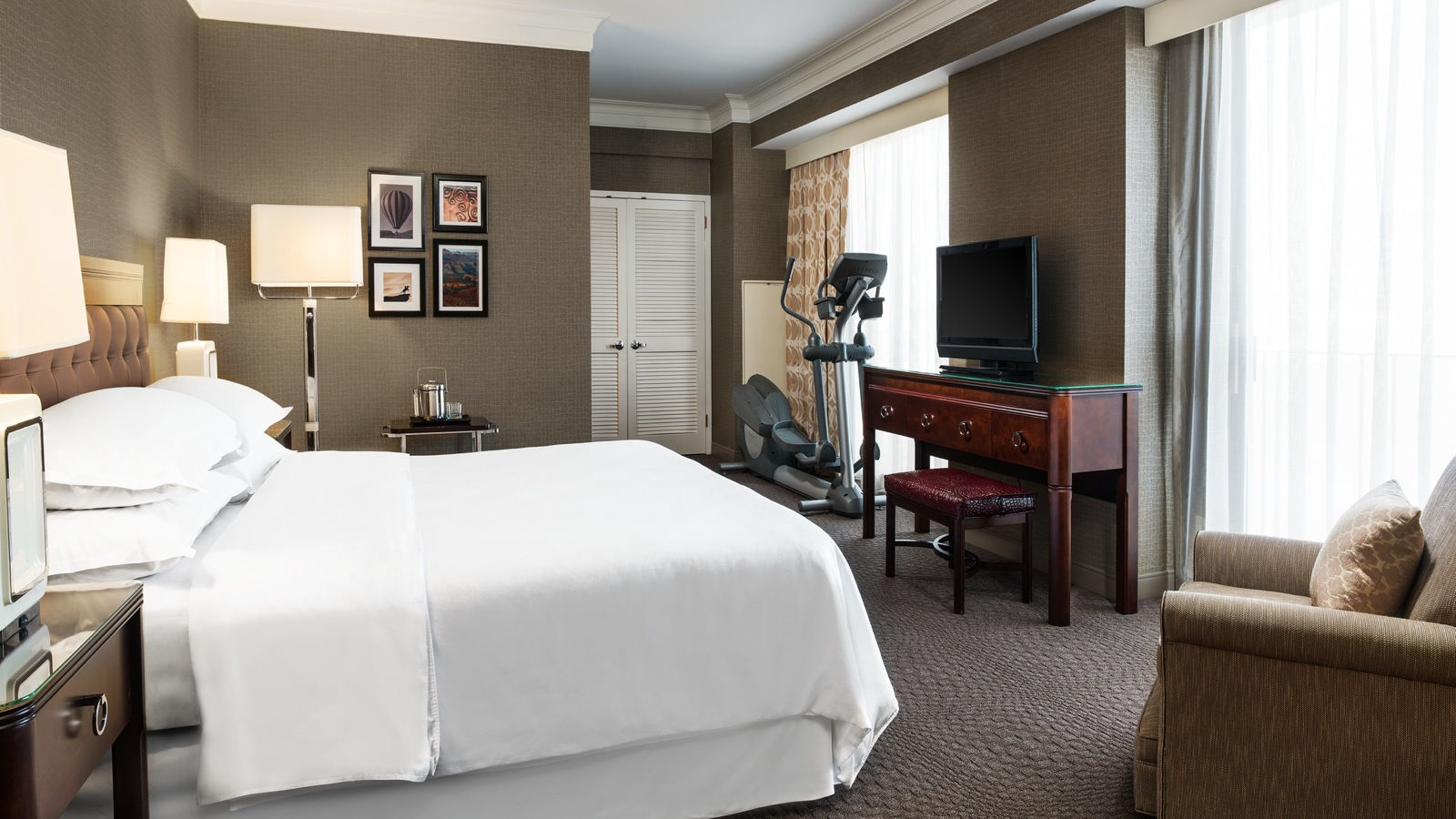 Deluxe Room | The Sheraton Crescent Hotel